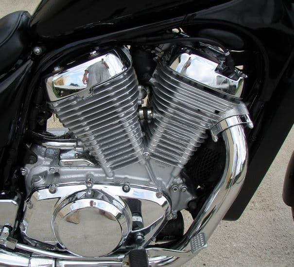v образный двигатель дна мотоцикле