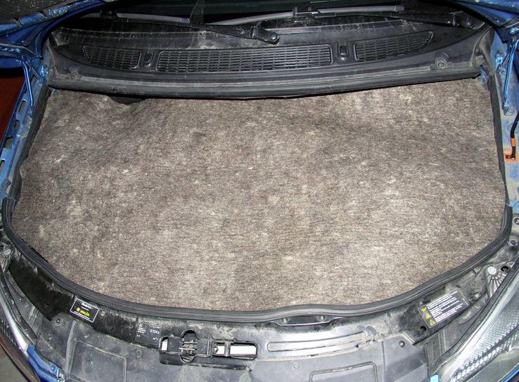 Теплоизоляция под крышкой капота