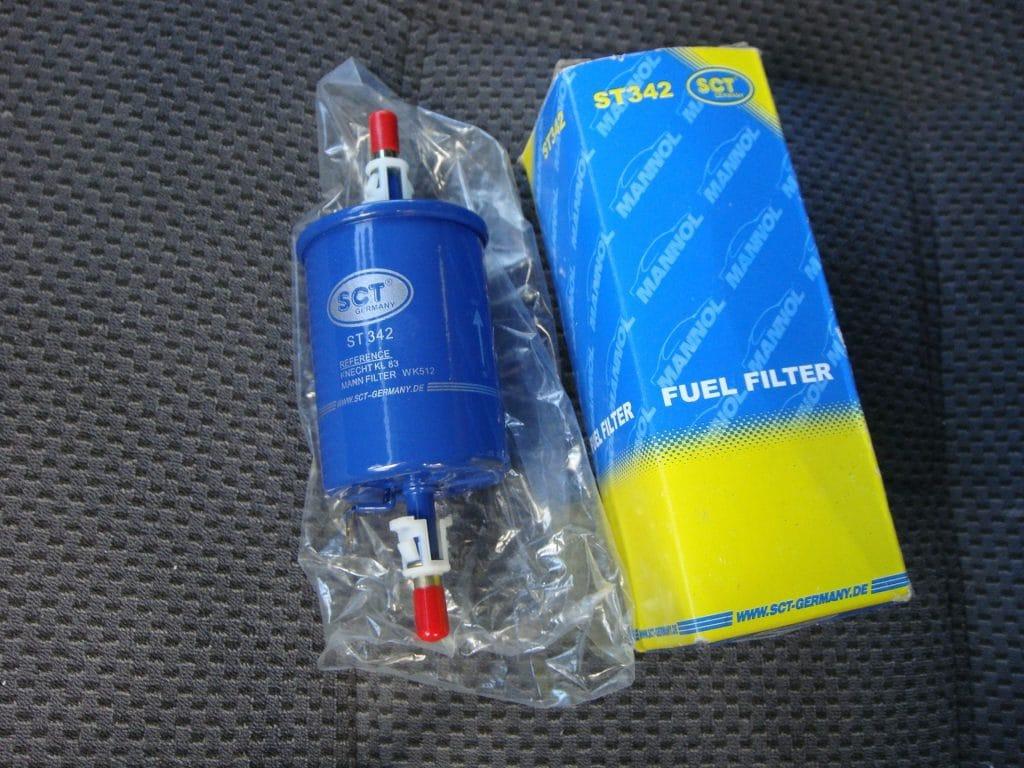 Фото №1 - топливный фильтр ВАЗ 2110 замена