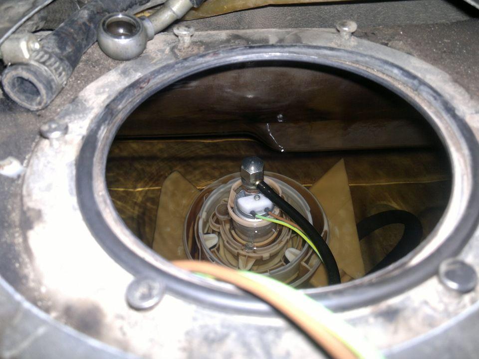 Топливный насос в баке Ауди 100