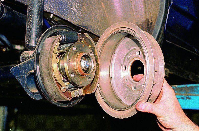 Обязательно ли менять колдки при замене тормазного барабана