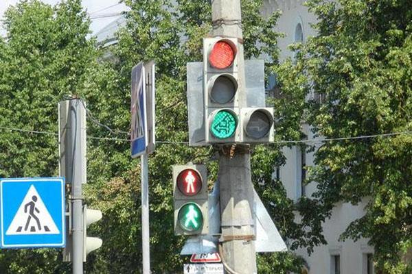 Дорожный и пешеходный светофор
