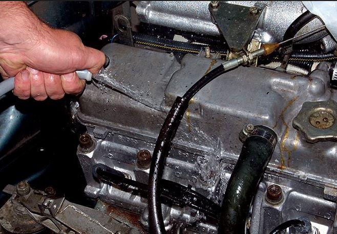 процесс промывки двигателя