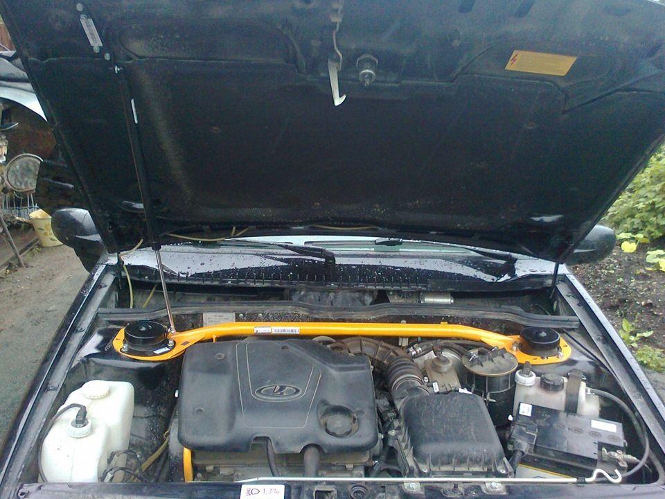 Капот с газовым упором ВАЗ 2114