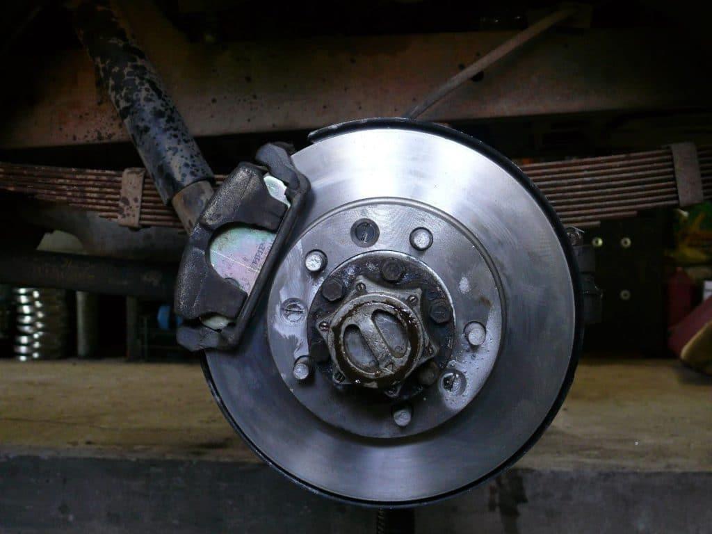 Устройство дисковых тормозов автомобиля