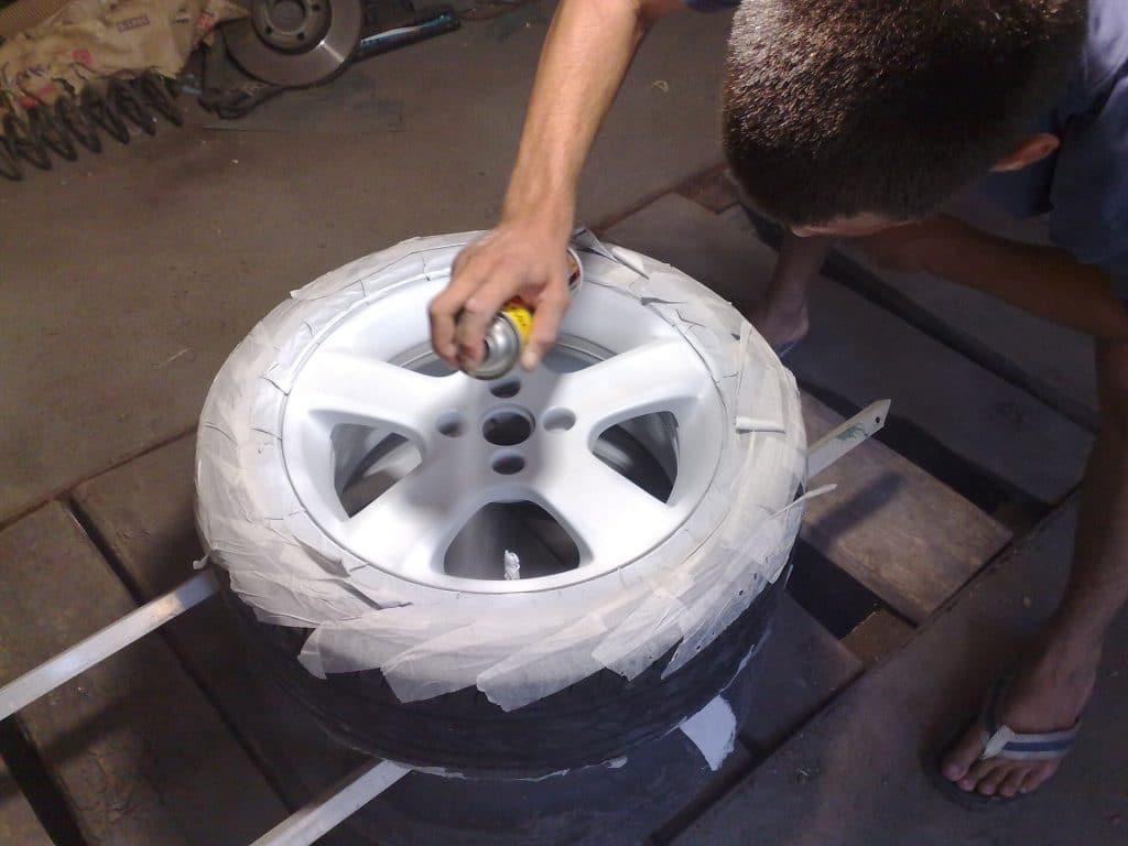 Творим красоту своими руками: чем же покрасить диски у автомобиля