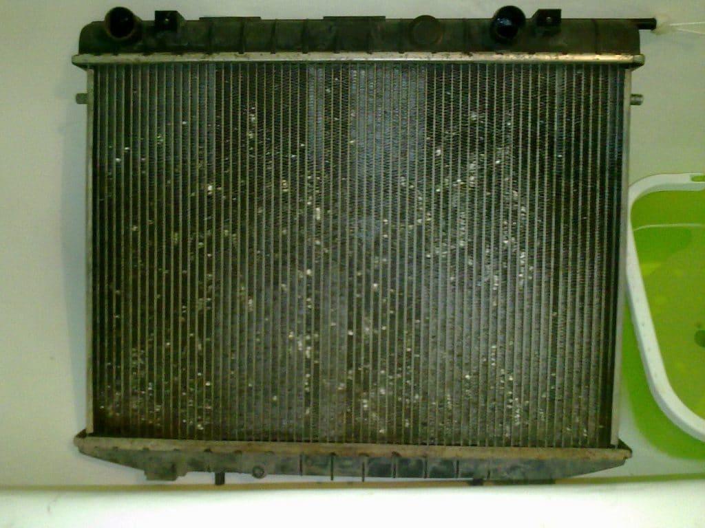 Промывать радиатор внутри