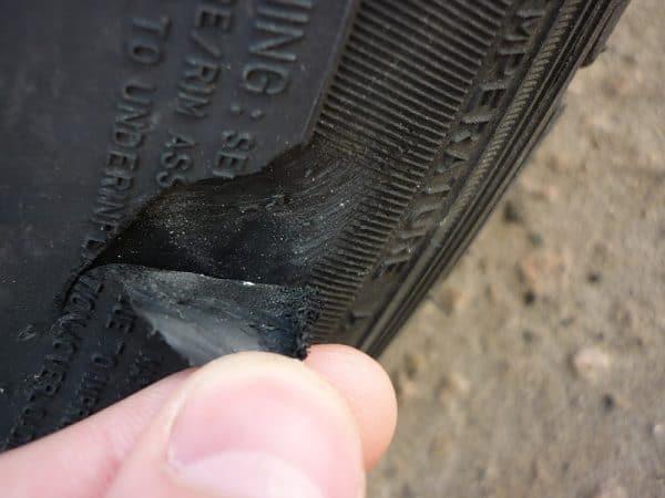 Нюансы проведения ремонта боковых порезов шин